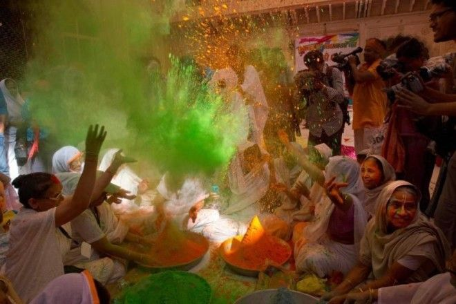 17 gorgeous photos of Indias Holi festival