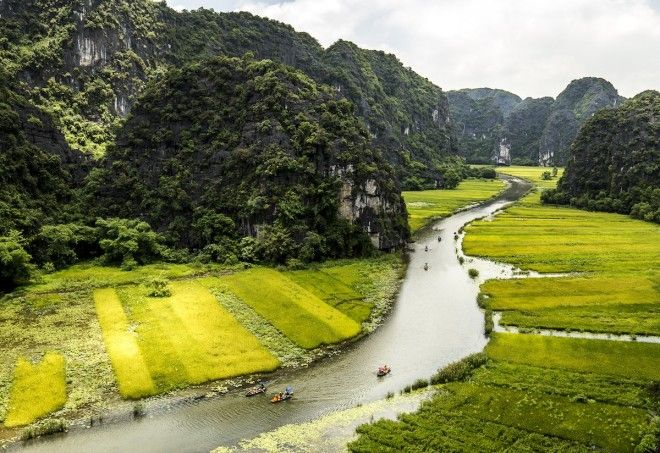 Sail through the valley of Tam Coc Ninh Binh Vietnam