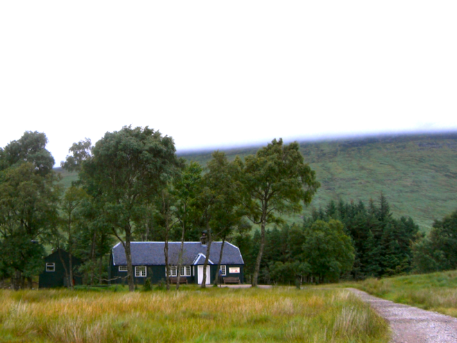 Stay in the Loch Ossian Hostel Scotland