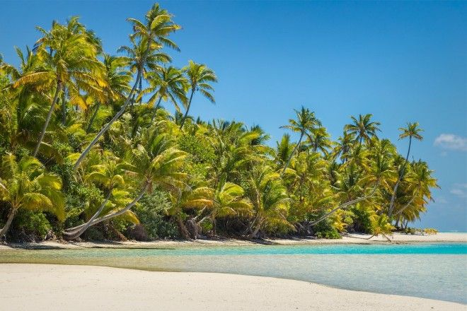 Take a Robinson Crusoeesque excursion to Tapuaetai in the Cook Islands