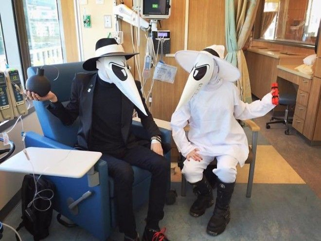 Even Cancer Cant Stop Halloween A Friend Getting Chemotherapy In Costume
