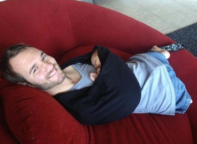 23 This touching photo of limbless Nick Vujicic holding his baby
