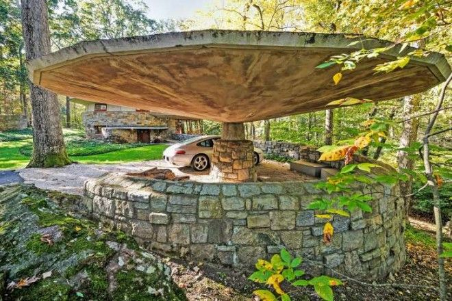 The Sol Friedman House features a carport that looks like a giant mushroom.