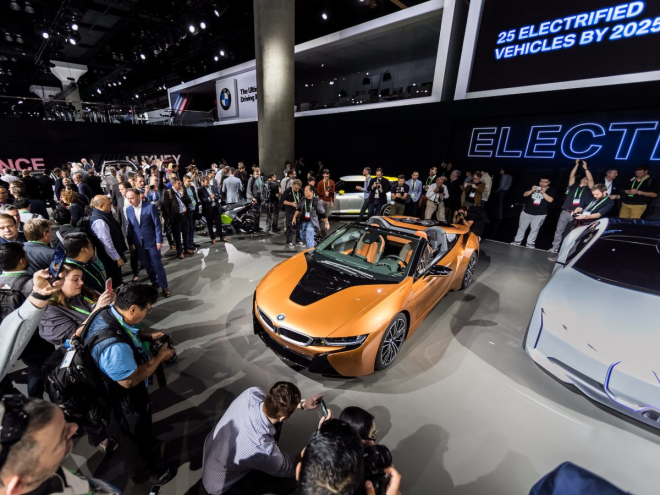 BMW unveiled the long-awaited convertible version of its i8 sports car.