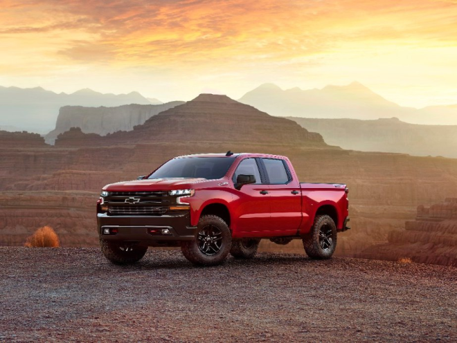 Chevy debuted its allnew Silverado fullsize pickup truck