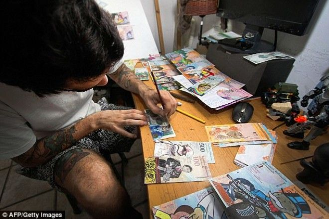 Pictured: The savvy street seller who paints over bank notes to make them more valuable