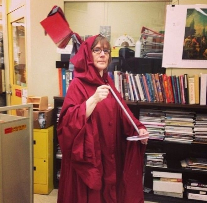 Every Year My Schools Librarian Dresses Up As A Book Reaper To Collect Overdue Books