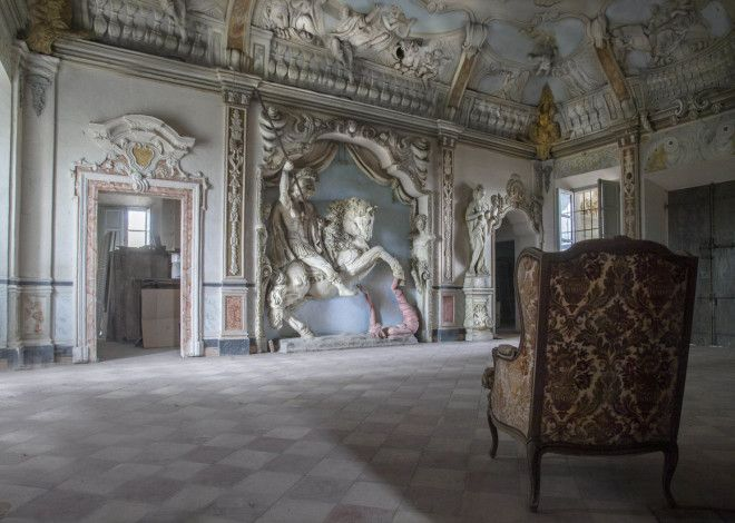 The living room of an abandoned villa in Emilia Romagna.