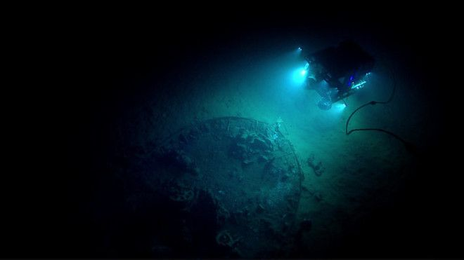 A submersible explores a shipwreck first spotted by an offshore drilling exploration firm in 2002.