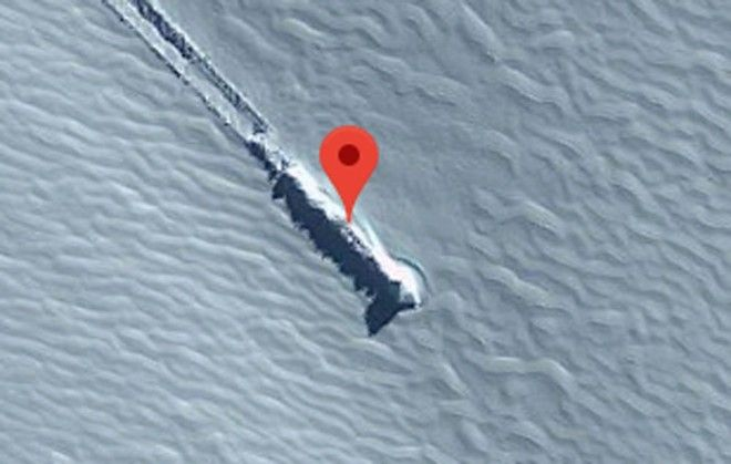 Alien hunters are convinced there's a crash-landed spaceship on a remote Antarctic island 1