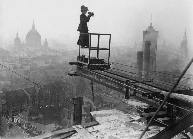 A photographer at work over the roofs of Berlin.