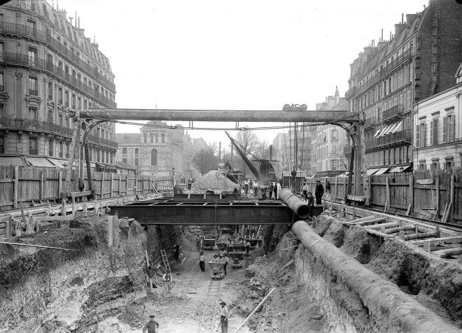 Construction of the subway station in the Rue de Rome on March 17, 1902.
