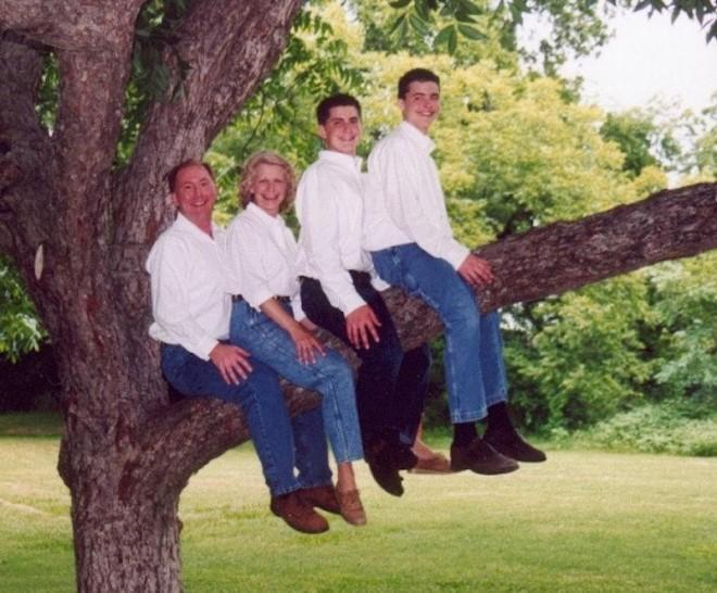 Arrange for family photos in a right way