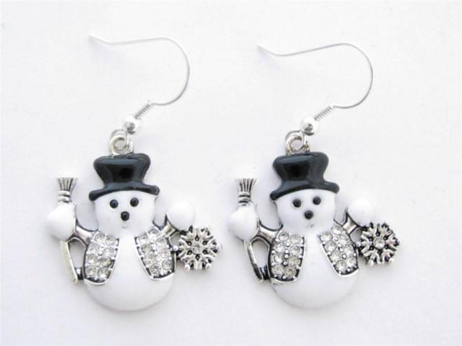 These pieces of snowman jewelry are just too cute for Jewelry just for fun