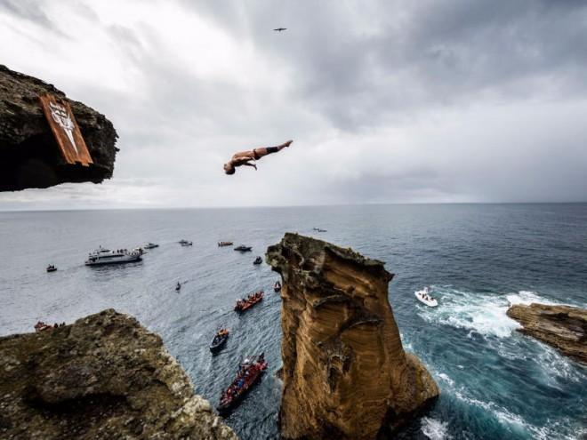 Adrenaline-pumping high diving competition