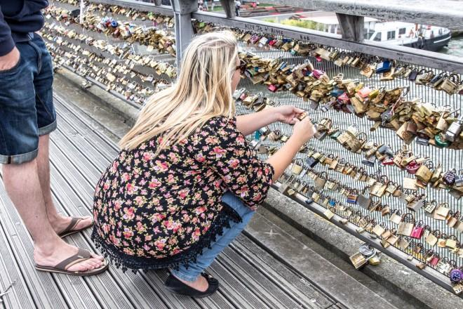 Placing your padlock on a bridge