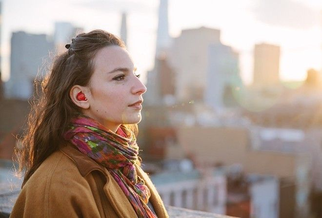 Forget Google Translate, this smart earpiece instantly translates languages!