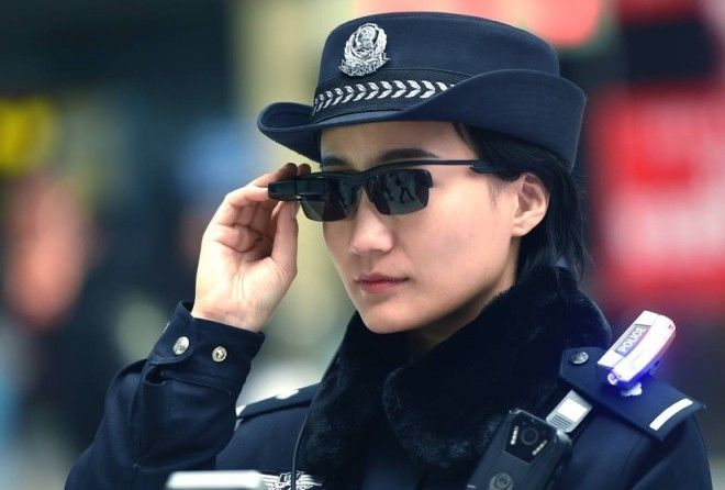 To combat crime Chinese Police officers will use a new level of surveillance that will incorporate wearable facial recognition technology.