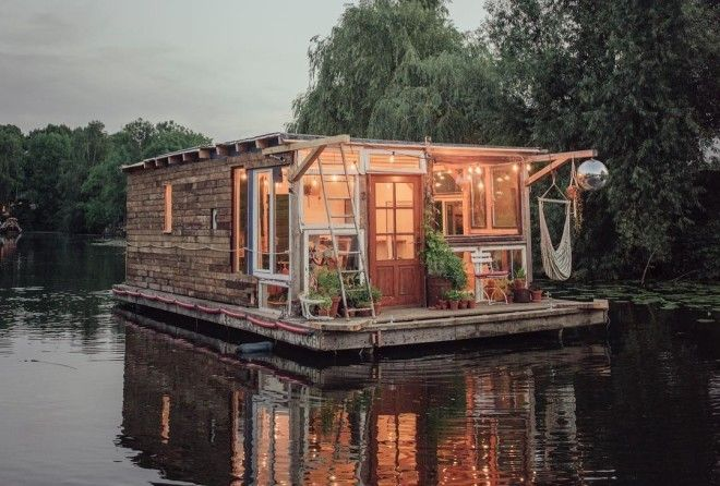Two traveling-artist-studio boats set sail on Europe's waterways.