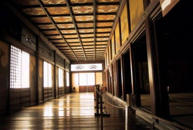 Some Japanese castles have extremely creaky wooden floors that screech and groan with each step. And that's why!